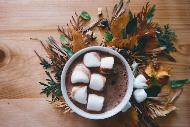 Vegane Marshmallows sind in den USA eine traditionelle Süßigkeit und werden als solche zum Beispiel als Topping für heiße Schokolade verwendet.