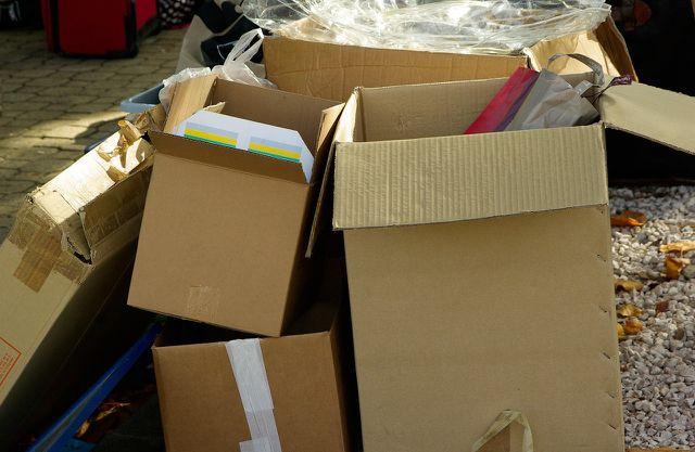 Alte Kartons kannst du sammeln und später verwenden