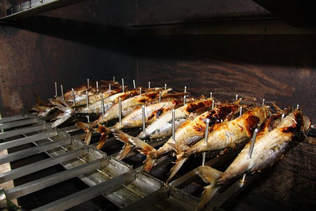 Beim Räuchern von Fisch und Fleisch wird viel Kohlendioxid freigesetzt.
