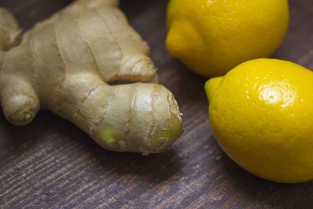Ingwer und Zitrone unterstützen die Leber