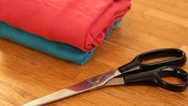 Textilband besteht aus alten T-Shirts oder Bettlaken.