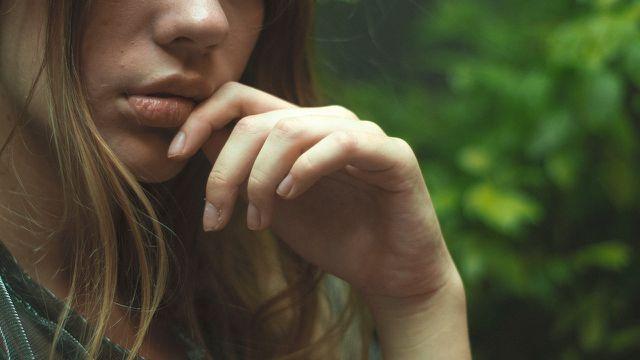 Zahnschmerzen lassen sich mit Nelkenöl schnell abhelfen.