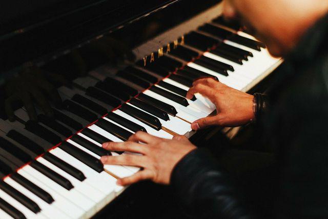 Wenn du musizierst, kannst du dich ablenken und deine Sorgen für eine kurze Zeit vergessen.