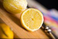 Auch Säure löst giftige Stoffe aus Melamingeschirr