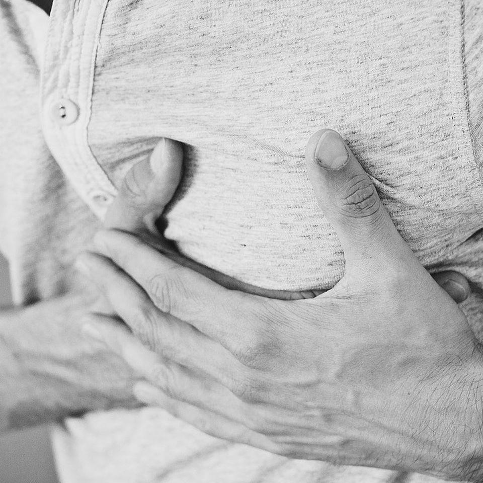 Beim mann brustwarzen Brustschmerzen beim