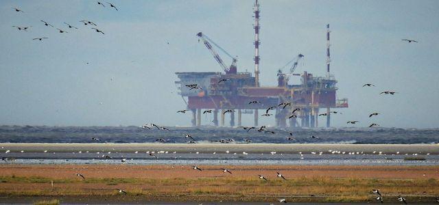 Ausgediente Bohrinseln sollen das CO2 in die Endlager in der Nordsee pumpen.