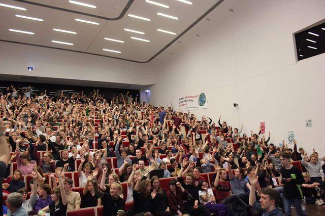 Die Students-for-Future-Gruppe aus Leipzig veranstaltete im März eine Vollversammlung, bei der über 1.000 Studierende über Klimagerechtigkeit diskutierten.