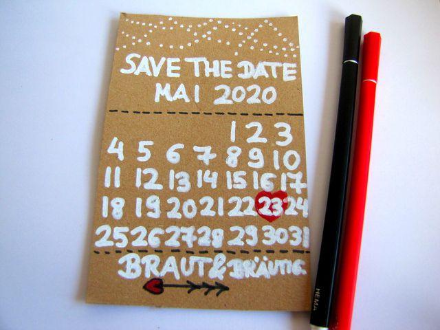 Mit einer Save-the-Date-Karte können sich deine Gäste schon lange im Voraus das Datum deiner Hochzeit freihalten.