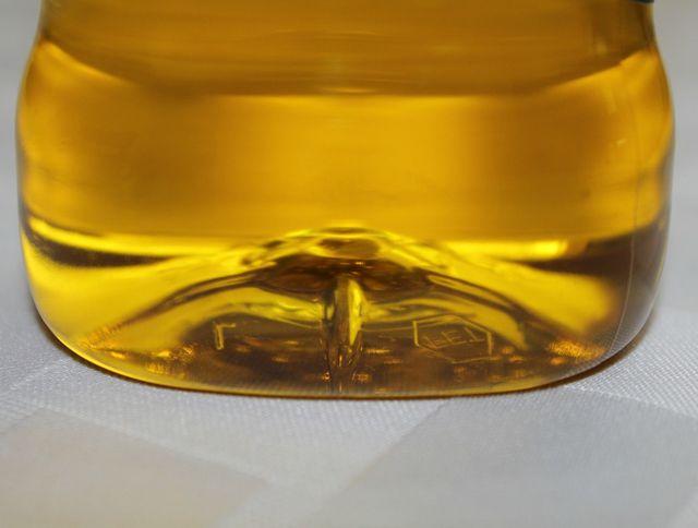 Einen Auszug aus Melissenöl kannst du zuhause selber herstellen.