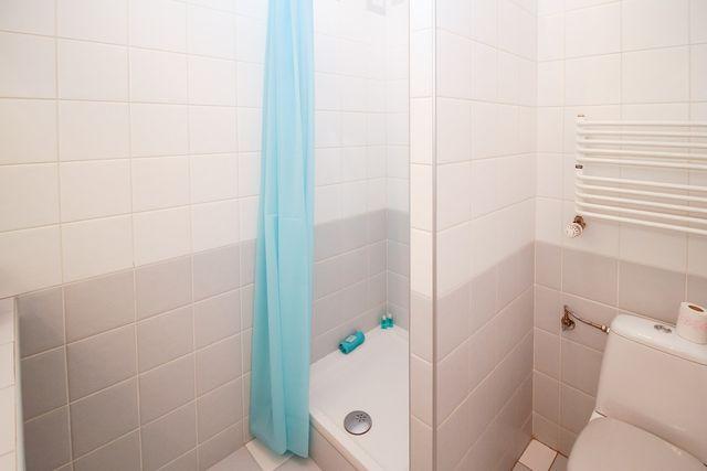 Duschvorhang waschen mit Hausmitteln
