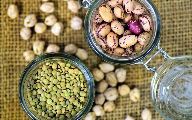 Bohnen, Linsen und Erbsen liefern neben viel Protein auch jede Menge Ballaststoffe.