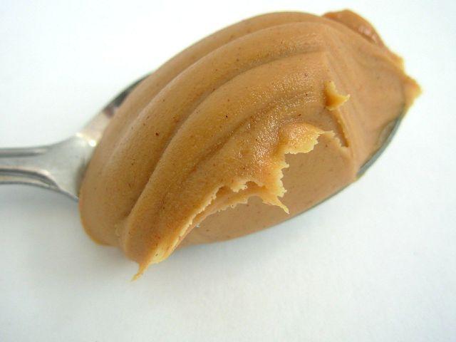 Statt Erdnussbutter kannst du auch ein anderes Nussmus verwenden.