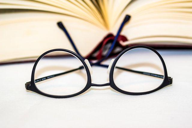 Du kannst alte Brillen entweder versenden oder persönlich bei der Organisation oder einer Sammelstelle abgeben.