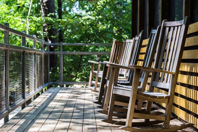 Buchenholz wird häufig für Stühle verwendet.