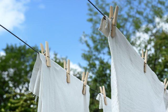 Ohne Tenside und Chemie sind der Waschball oder das Waschei eine umweltschonende Variante, deine Wäsche zu waschen.