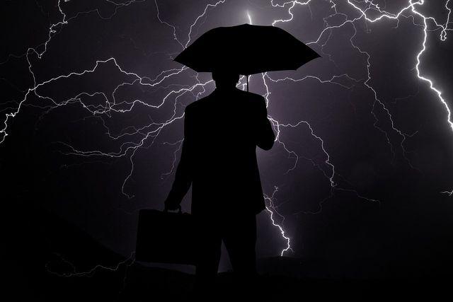 Schirme gelten bei Gewitter als Blitz-Magneten – zu Unrecht!