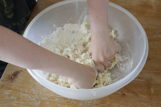 Alle Zutaten, egal ob mit oder ohne Ei, gründlich vermischen.