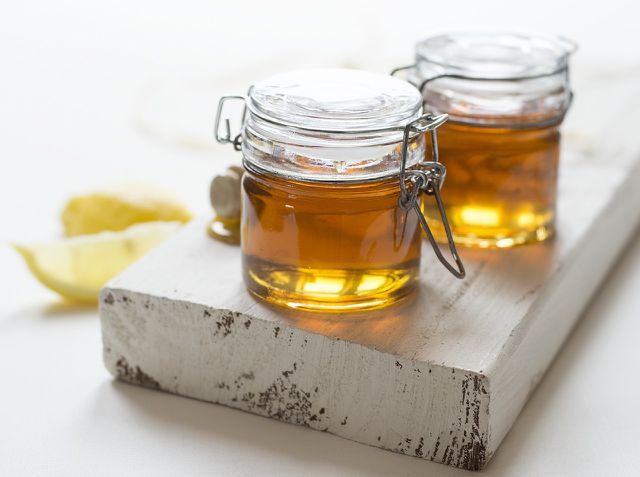 Ingwer-Zitronen-Sirup ist gesund, lecker und lässt sich leicht selber machen.