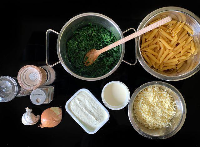 Verwende am besten frischen Spinat für deinen vegetarischen Auflauf.