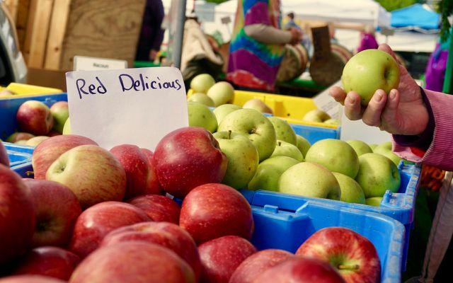 Farmers market bin apples