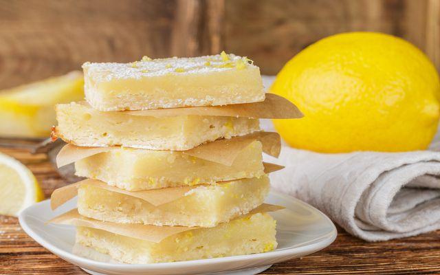 Lemon Bars kannst du auch vegan zubereiten.