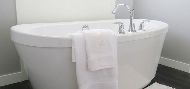Badewanne reinigen: diese Hausmittel helfen - Utopia.de