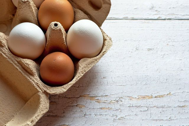 Achte beim Kauf auf Eier ohne Kükenschreddern.