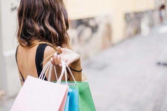 Suffizienz ist auch eine Kritik an der aktuellen Konsumgesellschaft.