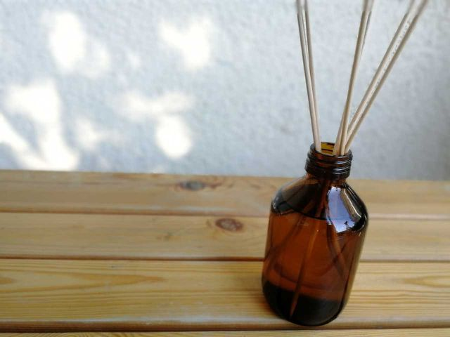 Ein selbstgemachter Raumduft-Diffuser mit natürlichem Duftöl