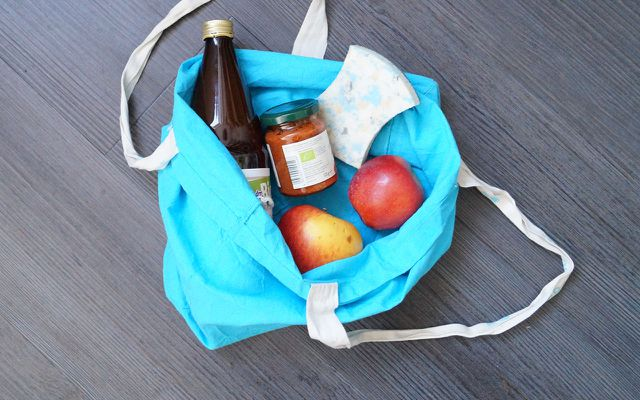 Verpackung vermeiden: Stoffbeutel statt Plastiktüte