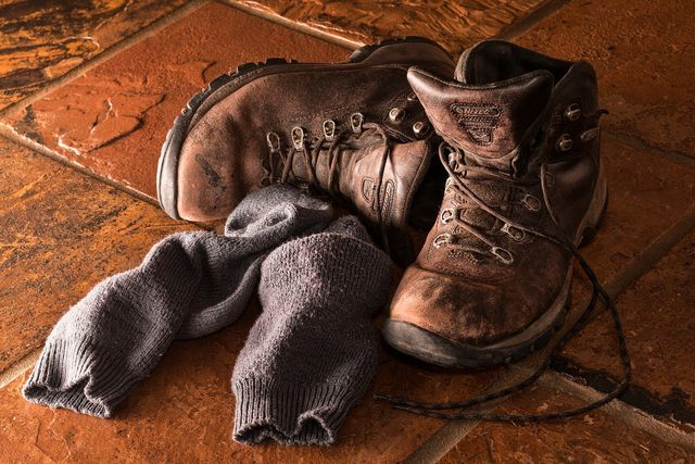 Falsche Schuhe können Schrunden an den Fersen begünstigen.