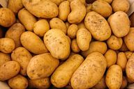 Klingt seltsam, doch roher Kartoffelsaft ist ein bewährtes Hausmittel gegen Sodbrennen.