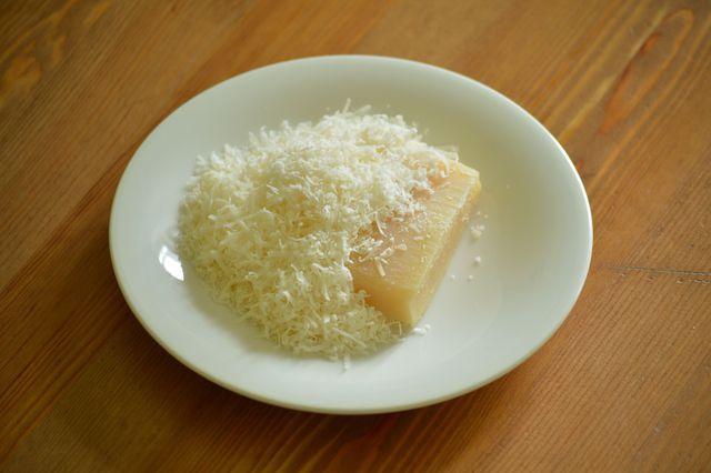 Es gibt inzwischen sogar vegane Ersatzprodukte für Parmesan-Käse.