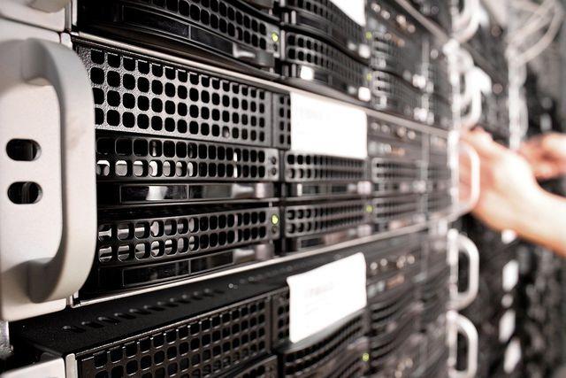 E-Mails liegen auf Servern und verbrauchen so Strom.