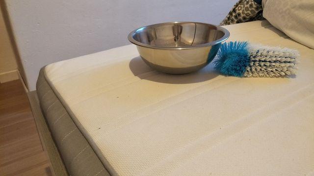 Für ein sauberes Bett: So gelingt die Reinigung von ...