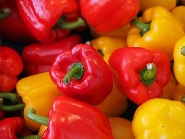 Paprika sind die Hauptzutat einer Peperonata.