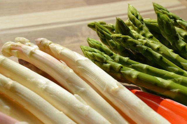 Spargel ist eine Zutat für Pasta Primavera.