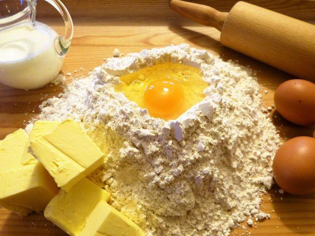 Du kannst das Rezept für russischen Zupfkuchen vegan variieren, indem du auf Eier und Butter verzichtest.