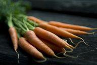 Karotten enthalten viele Nährstoffe, die Haut und Haare pflegen