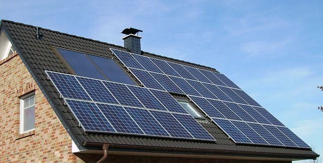 Ein Sonnenhaus braucht eine Solaranlage und Wärmespeicher.
