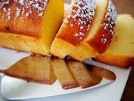 Zitronenkuchen ist ein schneller Kuchen, der auch an heißen Sommertagen schmeckt. Du kannst ihn mit Glasur servieren oder mit Puderzucker bestäuben.