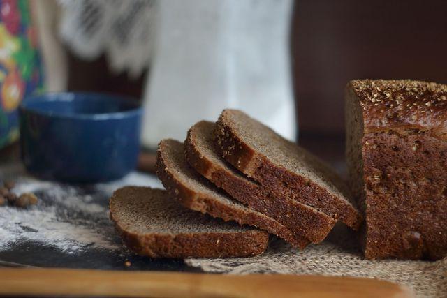 Brot aus Emmermehl ist dunkler und würziger im Geschmack
