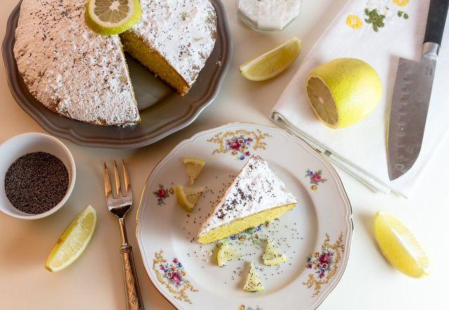 Nicht nur in Zitronenkuchen macht sich Zitronenschale gut.