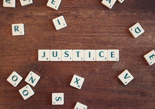 Gerechtigkeit ist eine der Tugenden, die bei der Positiven Psychologie eine Rolle spielen.
