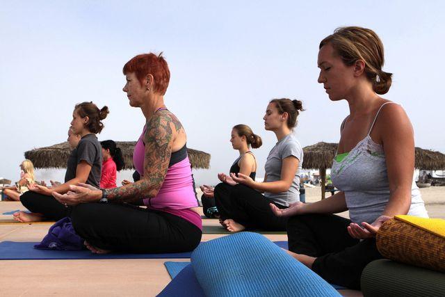 Hatha Yoga ist für alle Zielgruppen geeignet und gesund.