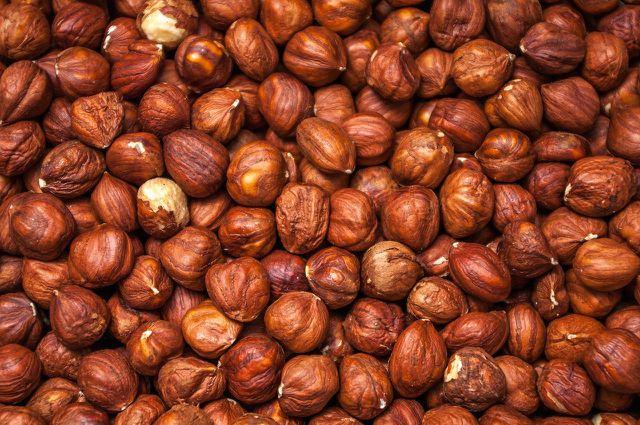 Statt Mandeln kannst du auch Haselnüsse verwenden - diese gibt es aus regionalem Anbau.