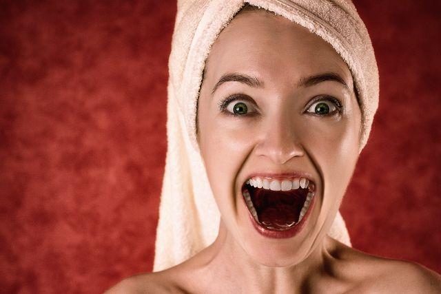 Hast du dir ein Stück Zahn abgebrochen, gilt in erster Linie: Ruhe bewahren.