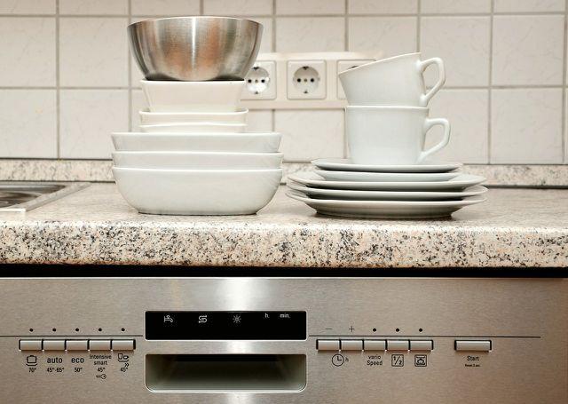 Mit unseren Tipps zum Einräumen der Spülmaschine kannst du die Umwelt schonen.