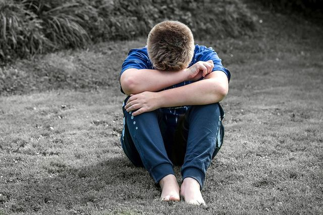 Wer sich schnell schämt, neigt häufig auch zum Hochstapler-Syndrom.