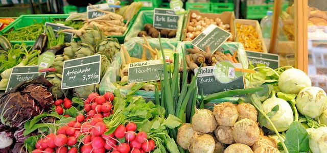 Immer freitags findet der Ökowochenmarkt in Hamburg Winterhude statt.